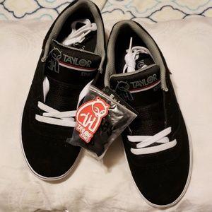 Etnies skate shoes